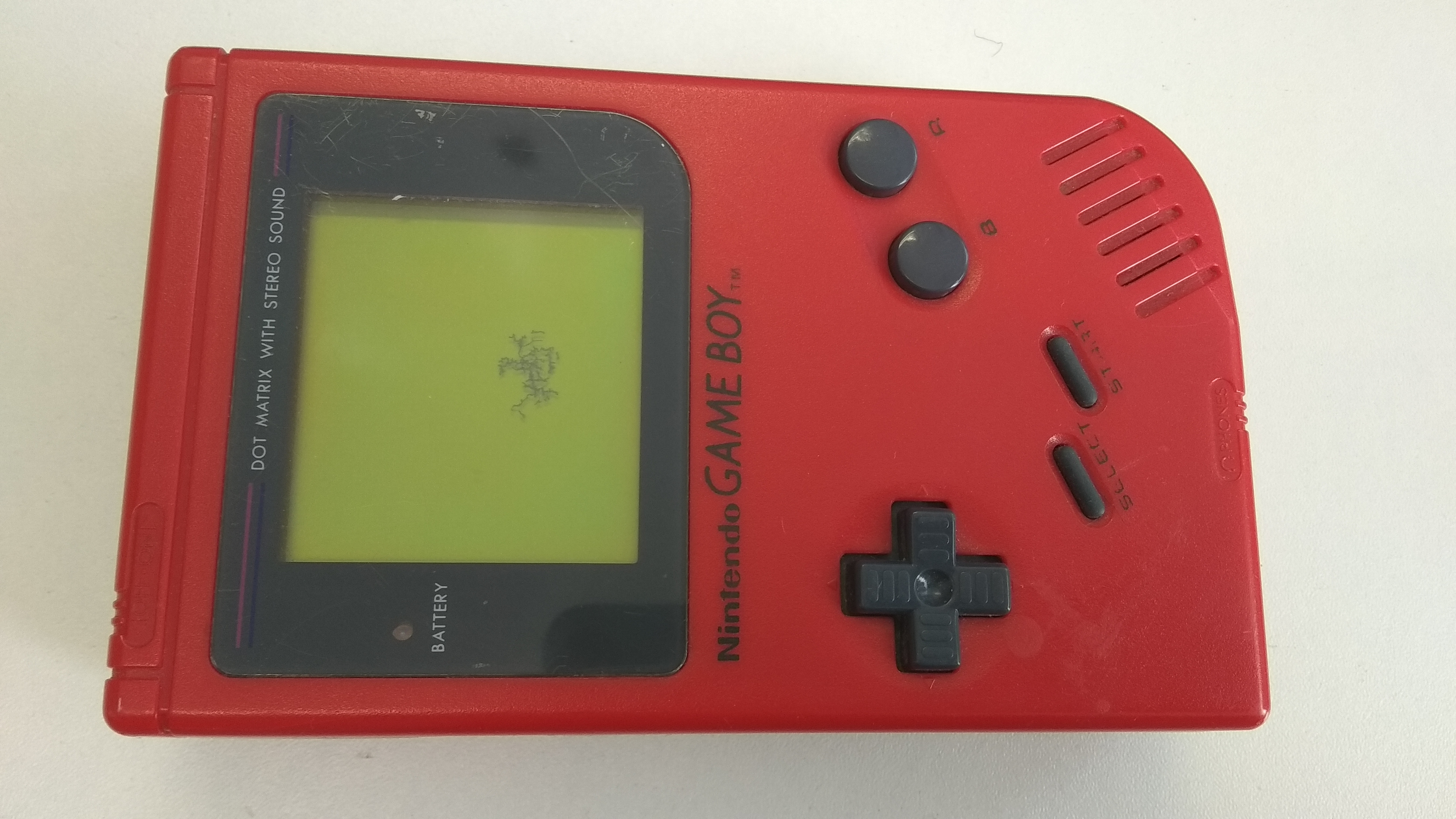 Nintendo Gameboy červený (estetická vada)