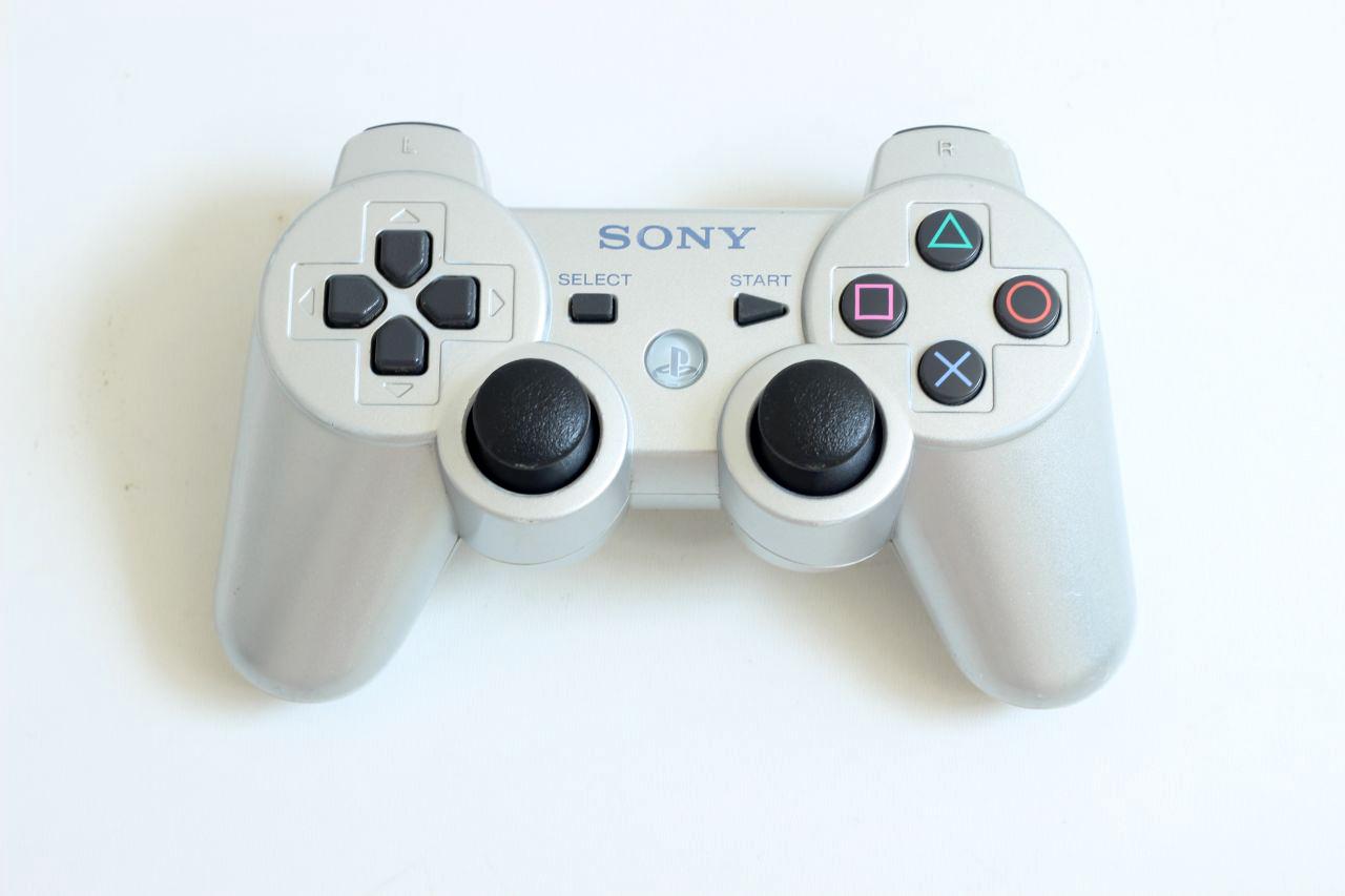 [PS3] Bezdrátový Ovladač Sony Dualshock - stříbrný (estetická vada)