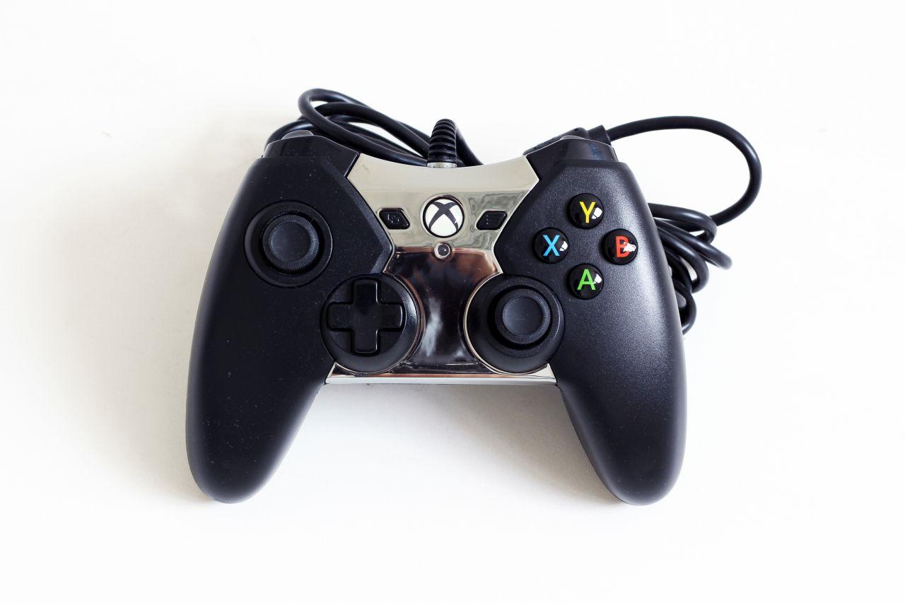 [Xbox One] Drátový Ovladač PowerA Spectra - černý, svítící střed