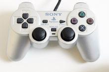 [PS2] Drátový Ovladač Sony Dualshock - stříbrný (estetická vada)
