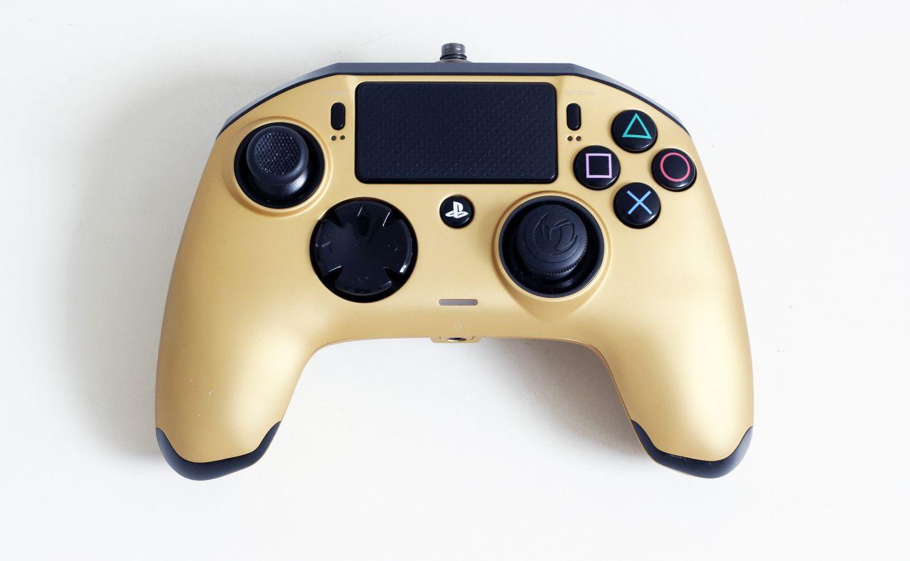 [PS4] Drátový ovladač Nacon Revolution Pro Controller - zlatý (estetická vada)