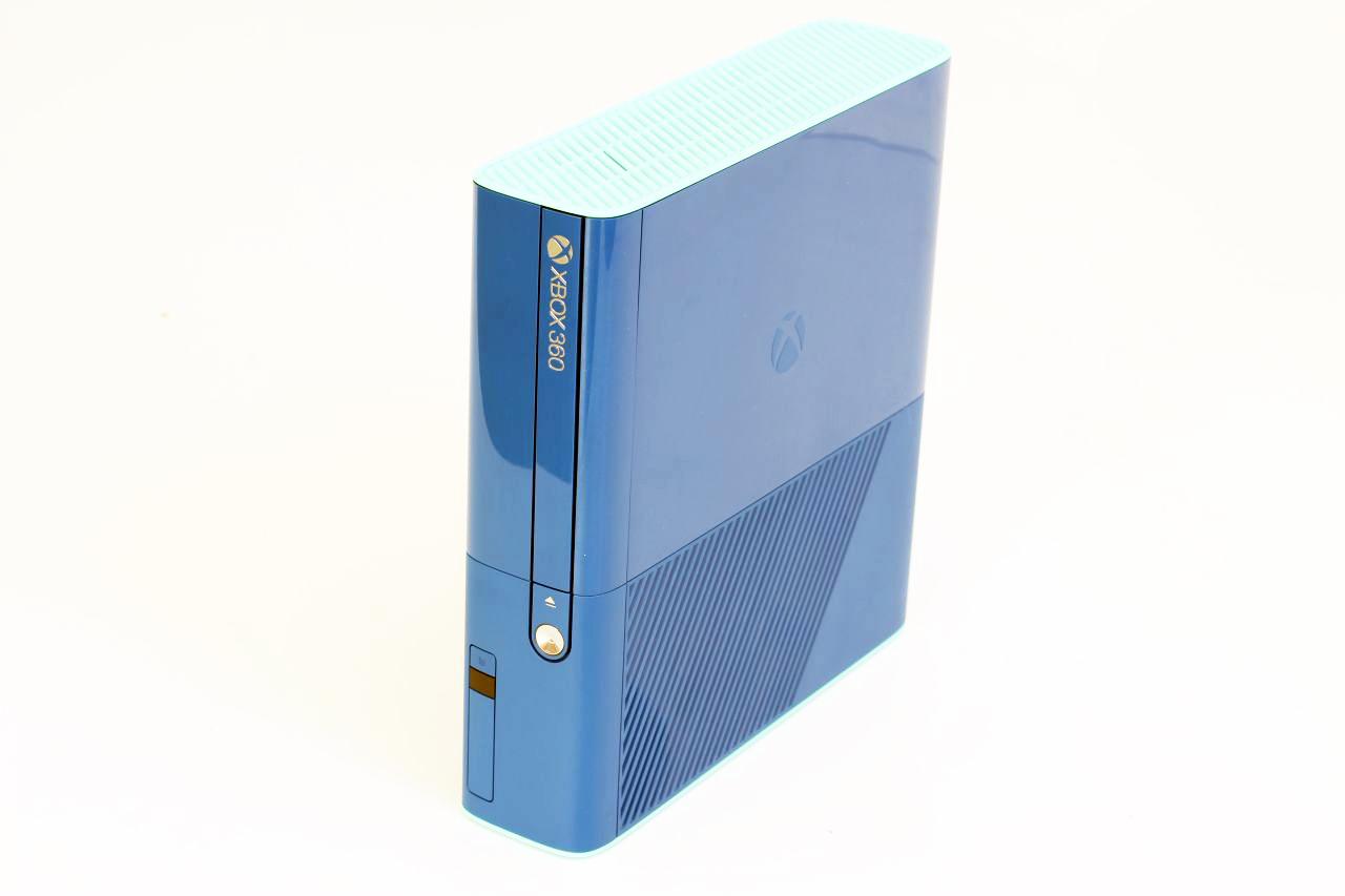 Xbox 360 E Stingray 500GB modrý - Special Edition (jiný kryt ovladače)