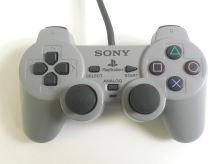 [PS1] Drátový Ovladač Sony Dualshock - šedý (různé estetické vady)