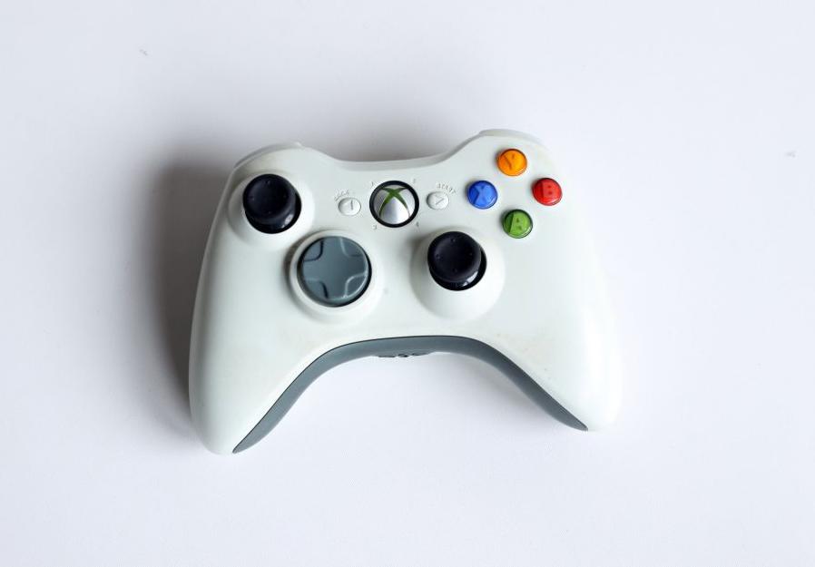 [Xbox 360] Bezdrátový Ovladač Microsoft - bílošedý